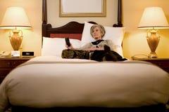 Viajante fêmea maduro que relaxa Fotografia de Stock