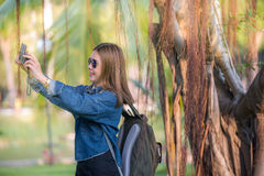 Viajante que toma o selfi Imagens de Stock Royalty Free