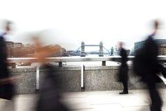 Viajantes de bilhete mensal borrados de Londres Imagens de Stock Royalty Free