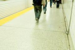 Viajantes de bilhete mensal do metro Imagens de Stock