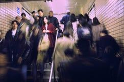 Viajantes de bilhete mensal japoneses do metro em Tokyo Fotografia de Stock