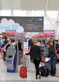 Viajantes na Toronto Pearson Airport Foto de Stock Royalty Free