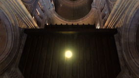 Viajar al interior de la basílica de Covadonga 13 almacen de metraje de vídeo