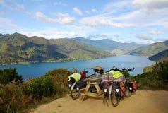 Viajar las bicicletas en Nueva Zelandia Fotografía de archivo libre de regalías