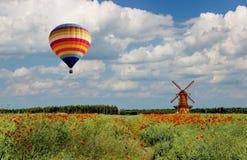 Viaje aéreo sobre los campos llanos de Polonia del este Imagenes de archivo