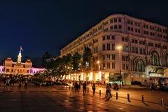 Viaje colorido de la noche de los edificios Foto de archivo