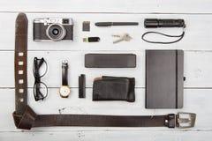 Viaje, concepto de las vacaciones - sistema de materia fresca con la cámara y más allá del horizonte Fotos de archivo libres de regalías