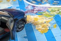 Viaje - concepto Planeamiento del viaje del coche Esencial turístico Espacio para el texto Foto de archivo libre de regalías