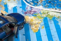 Viaje - concepto Planeamiento del viaje del coche Esencial turístico Espacio para el texto Fotografía de archivo