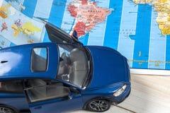 Viaje - concepto Planeamiento del viaje del coche Esencial turístico Espacio para el texto Fotos de archivo libres de regalías