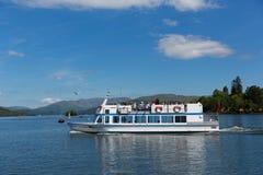 Viaje Cumbria Inglaterra Reino Unido del barco de placer del distrito del lago Windermere Foto de archivo
