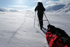 Viaje de esquí en el Kungsleden Imagen de archivo libre de regalías