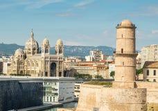 Viaje de fanal y La de Cathédrale principal zona portuaria, Marsella, Francia imagenes de archivo