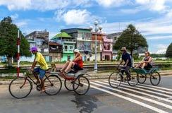 Viaje de la ciudad en pedicabs Imágenes de archivo libres de regalías