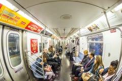 Viaje de la gente en el metro en Nueva York Imagen de archivo libre de regalías
