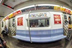 Viaje de la gente en el metro en Nueva York Imagen de archivo