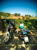 Viaje de la motocicleta de Toscana en las colinas del chianti fotos de archivo libres de regalías