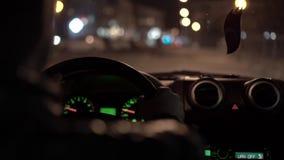 Viaje de la noche en ciudad de la noche almacen de metraje de vídeo