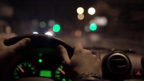Viaje de la noche en ciudad de la noche almacen de video