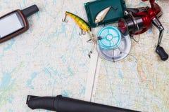 Viaje de la pesca con los trastos y el navegador de los gps Foto de archivo