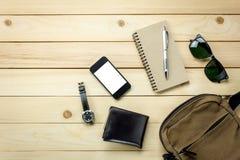 Viaje de los accesorios con el teléfono móvil, gafas de sol Foto de archivo libre de regalías