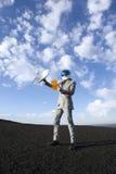 Viaje de negocios del futuro con la comunicación por satélite de la tableta Imágenes de archivo libres de regalías