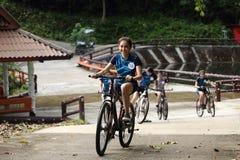 Viaje de Outting que acampa de Srta. Tourism Queen Thailand 2017 Fotos de archivo