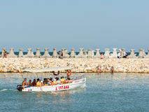 Viaje del barco de la gente en el Mar Negro Fotografía de archivo