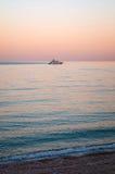 Viaje del barco de la tarde Imagen de archivo libre de regalías
