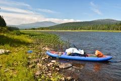 Viaje del barco en el río Fotos de archivo libres de regalías