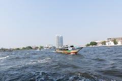Viaje del barco en el río Chao Phraya Imagenes de archivo