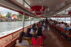 Viaje del barco en el río Chao Phraya Fotos de archivo