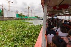 Viaje del barco en el río Chao Phraya Foto de archivo