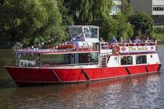 Viaje del barco en el río Dee en Chester Fotos de archivo