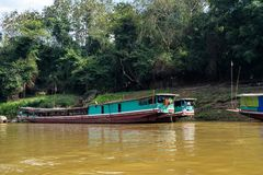 Viaje del barco en el río Mekong Luang Prabang, Laos fotos de archivo