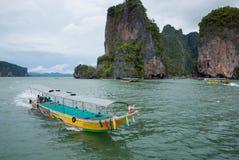 Viaje del barco en la isla de Tapu Fotografía de archivo