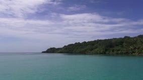 Viaje del barco a las islas tropicales, Tailandia almacen de video