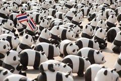 Viaje del mundo de las pandas por WWF en el oscilación gigante, Bangkok Foto de archivo
