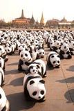 Viaje del mundo de las pandas por WWF en el oscilación gigante, Bangkok Fotos de archivo