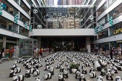 Viaje del mundo de 1600 pandas en Hong Kong Foto de archivo