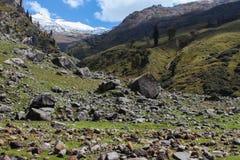 Viaje del paso de Hampta en Himalaya fotos de archivo