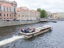 Viaje del río en St Petersburg, Rusia Fotografía de archivo