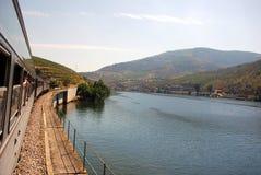 Viaje del tren en Douro Imagen de archivo