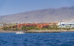 Viaje del yate a lo largo de Tenerife imagen de archivo