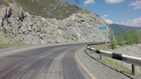 Viaje en Chuysky Trakt a través del paso Chike Taman almacen de video