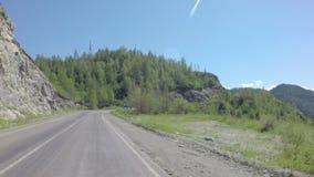 Viaje en Chuysky Trakt a través del paso Chike Taman almacen de metraje de vídeo