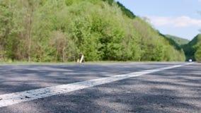 Viaje en coche de las montañas almacen de metraje de vídeo