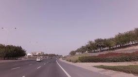 Viaje en coche en los caminos del vídeo capital de la cantidad de la acción de Abu Dhabi metrajes