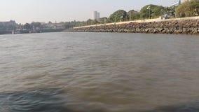 Viaje en el Mar Arábigo cerca de la entrada de la India, Bombay almacen de metraje de vídeo