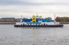 Viaje en transbordador de Woolwich el río Támesis en Londres Fotos de archivo